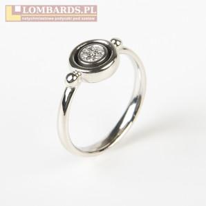 pierścionek z brylantami